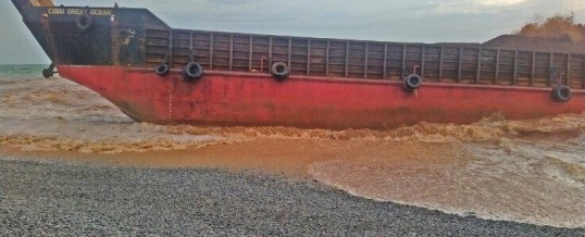 4 dead, 9 missing after cargo ship runs aground in the Philippines